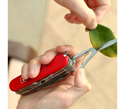 Швейцарский нож Victorinox Swiss Champ 1.6795, красный